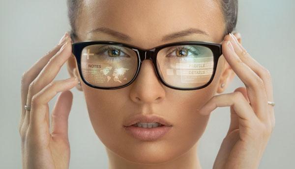 c7d7edd00364a Uso excessivo de celular eleva a demanda por óculos de grau - Abióptica