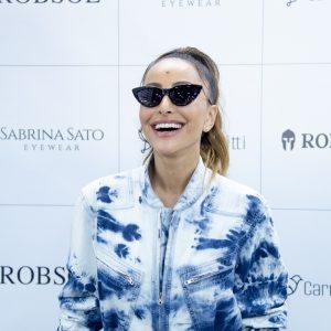 Sabrina Sato Dá Close Em Evento Com óculos Estiloso E Chama Atenção Dos Fãs