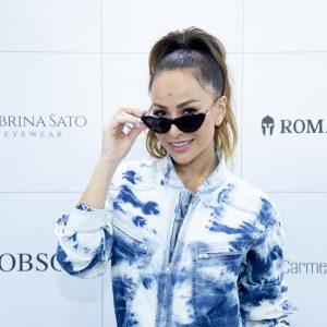 Sabrina Sato Posa Com Zoe E Usa Macacão Jeans De R$ 4,3 Mil