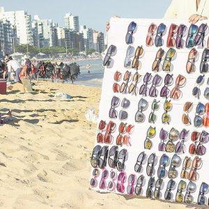 Turista Mineira Tem Retina Queimada Após Comprar óculos Piratas Em Guarapari